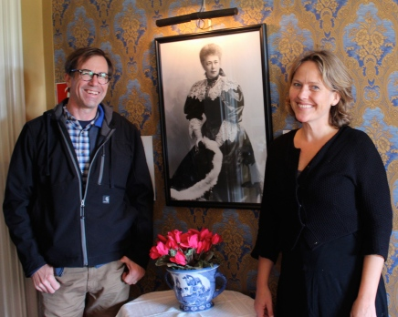 Hugh Coyle and Suttner biographer Anne Synnove Simensen stand before an old friend and heroine.