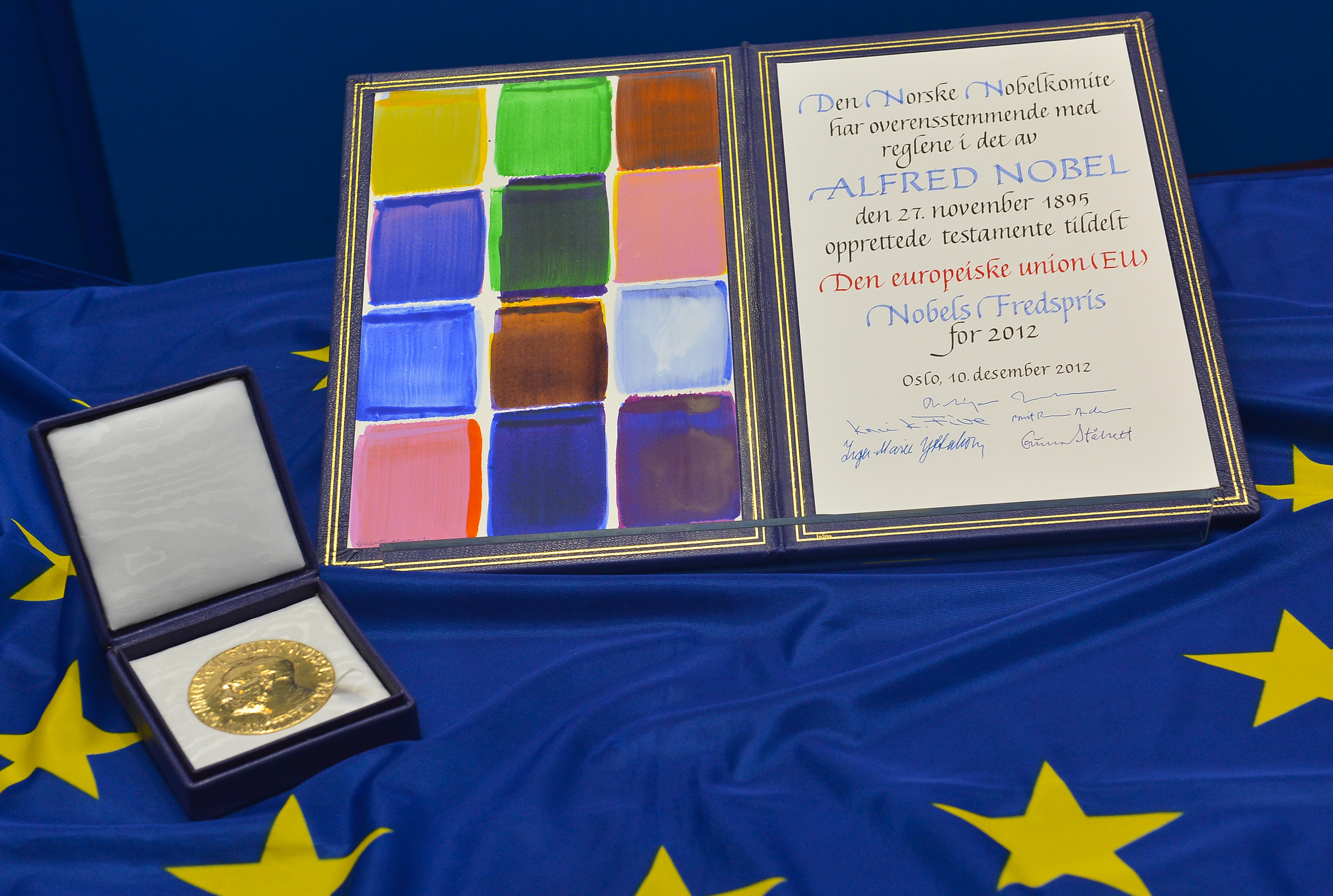 Medal and diploma of the Nobel peace Prize